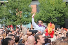 Crowd surfing, Radio 104.5 Summer Block Party